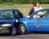 Kolizje drogowe się zdarzają. Jeśli są one poważne lub pojazd ma już swoje lata, bardzo prawdopodobne jest, że przez ubezpieczyciela sprawcy zostanie orzeczona szkoda całkowita.  fot. Newspress